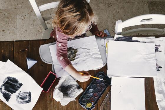 i bambini dovrebbero dipingere